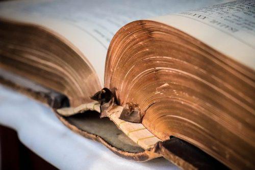 秘密が書かれた古い本